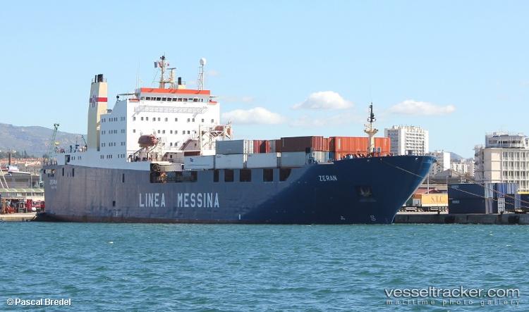 Zeran este vaporul care urma să fie folosit pentru a pierde urma containerului plin cu cărămizi și cutii de carton. Sursa: vesseltracker.com / Pascal Bredel