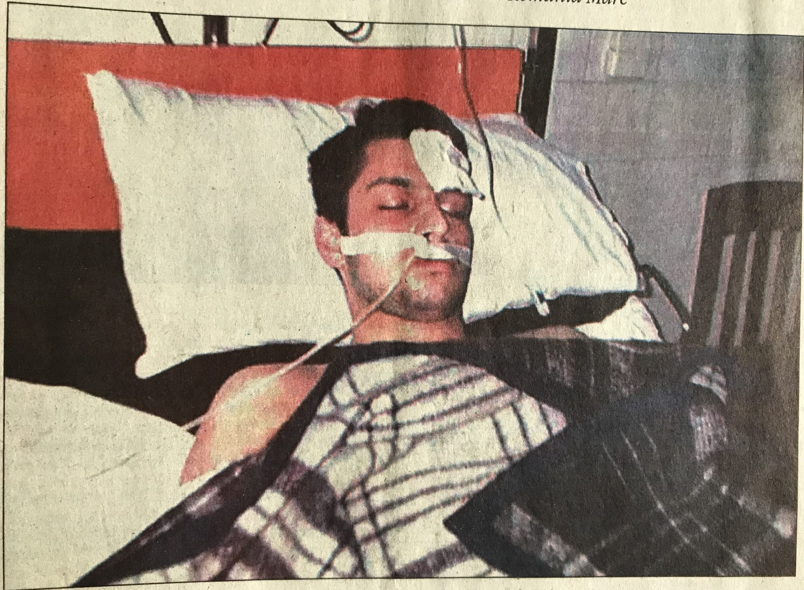 """O Ștefan Stoica, pe patul Spitalului de Urgență Craiova. Ziarul """"Cotidianul"""", vineri, 24 noiembrie 2000"""